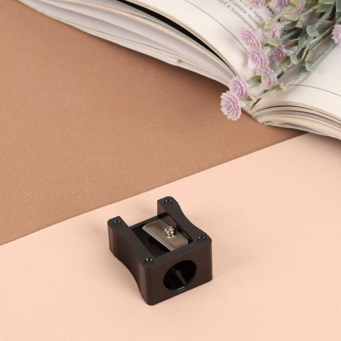 Точилка косметическая, крупная, d отверстия 1,2 см, цвет чёрный