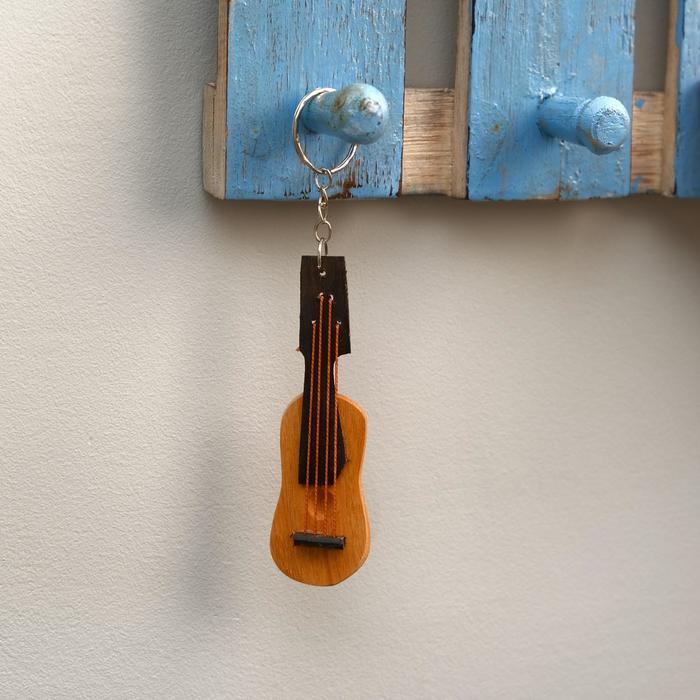 """Брелок из дерева """"Гитара"""" 14х3х1 см"""